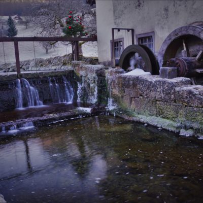 The water wheel found on the way to the Jura mountains