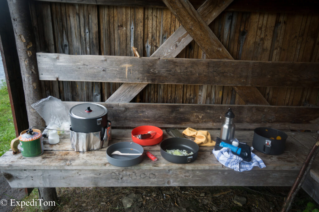 Outdoor kitchen while fly fishing in Jämtland